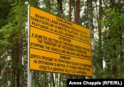 A road sign warning drivers of a 30-meter section of road that passes through Russian territory.