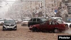 Armenia - Heavy snowfall in Yerevan, 10Feb2012.