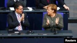 Cancelara Angela Merkel cu ministrul de externe german Sigmar Gabriel