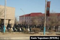 Специальный отряд быстрого реагирования в городе Жанаозен. 19 декабря 2011 года.
