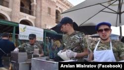 Арслан Місіратов та його команда на фестивалі українських виробників у Києві