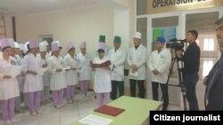 Церемония присяги врачей в Сырдарьинской области Узбекистана.
