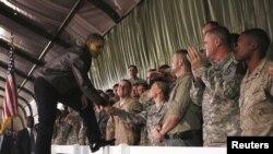 აშშ-ის პრეზიდენტი ავღანეთში ამერიკელ ჯარსიკაცებთან შეხვედრისას
