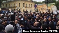 На акции мусульман у посольства Мьянмы в Москве. 3 сентября 2017 года.