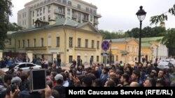 В Москве у посольства Мьянмы мусульмане устроили акцию в поддержку рохинджа