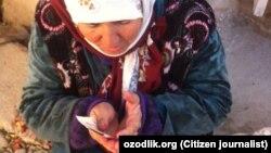 Женщина, попрошайничающая на улицах Чиракчинского района Кашкадарьинской области Узбекистана.