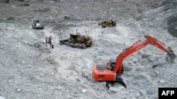 Soldiers were using heavy machinery on April 9 to search for avalanche victims, including 124 soldiers, during rescue operations at the Siachen Glacier.