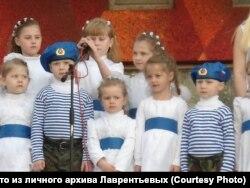 Настя Лаврентьева (по середине)