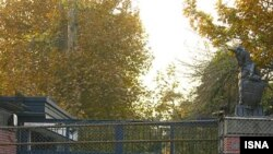 سفارت بریتانیا در تهران در محاصره نیروی انتظامی.