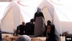 Намети від Червоного Півмісяця довезли до потерпілих не всі, стверджують депутати. Фото зі зруйнованого містечка Варазган, 12 серпня 2012 року