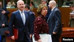 Верховний представник ЄС із закордонних справ Катрін Аштон і міністр закордонних справ Великобританії Вільям Гейґ на зустрічі в Брюсселі, 17 березня 2014 року