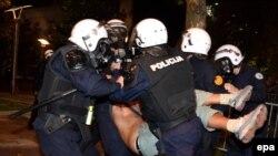 Черногория. Полиция задерживает участников митинга