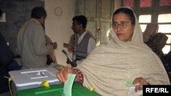 ۸۰ ميليون پاکستانی واجد شرایط برای رای دادن هستند (عکس:RFE/RL)