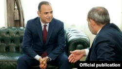 Armenia -- Prime Minister Nikol Pashinian (R) meets with Zareh Sinanyan, the newly appointed commissioner general of Diaspora affairs, Yerevan, June 14, 2019.