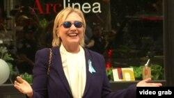 Кандидат в президенты США от Демократической партии Хиллари Клинтон на кадре из видеозаписи, сделанной после памятного мероприятия в годовщину терактов 11 сентября 2001 года в Нью-Йорке. 11 сентября 2016 года.
