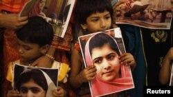 Pakistanska djeca na protestu nakon ranjavanja Malale