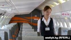 Бишкек-Нарын каттамындагы стюардесса, 16-июль, 2013-жыл.