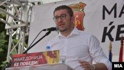 Архивска фотографија - претседателот на ВМРО-ДПМНЕ Христијан Мицкоски на протестен марш во Струмица