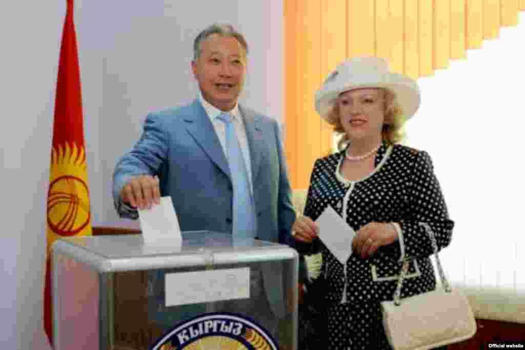 Экс-президент КР Бакиев со своей официальной супругой Татьяной Бакиевой, 2009