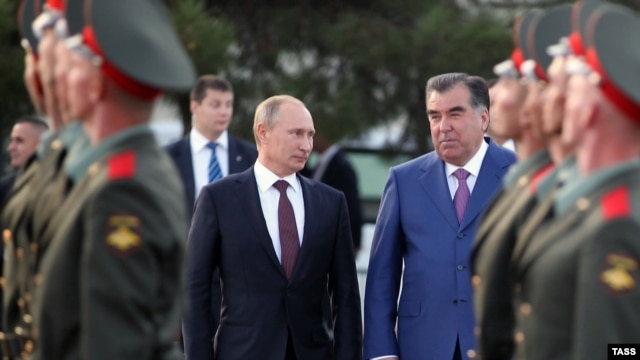 Tajik President Emomali Rahmon and his Russian counterpart Vladimir Putin visit a Russian military base in Dushanbe on October 5.