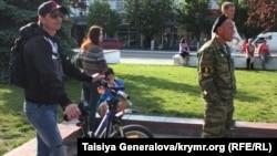 «Вежливые люди» в Крыму. Симферополь, 8 мая 2014 года.