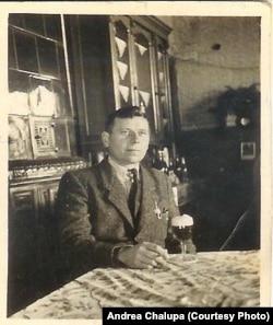 Олексій Кейс, свідок Голодомору, дід Андреи Халупи. Знімок зроблений у Німеччині після Другої світової війни. Табір біженців Гайденау