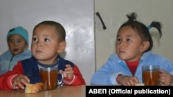 One Kyrgyz villager told RFE/RL that he had to bribe an official at the social-welfare department that registered his kids for child-benefit payments. (illustrative photo)