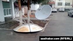 Aşgabat, Parahat 2, aýrylan antennalar. 1-nji febral, 2015 ý.