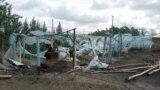 Теплица, которую алатский предприниматель построил на своем приусадебном участке, вложив все свои сбережения и полученный в банке кредит, была полностью разрушена во время урагана, произошедшего ночью 27 апреля.