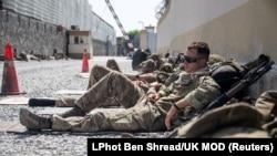 Британские военные в аэропорту Кабула. Фото опубликовано агентством Рейтер 23 августа 2021 года