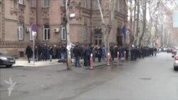 Tbilisidə məktəb işçiləri maaşlarını tələb edirlər
