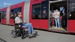 Инвалид-колясочник тестирует казанский электротранспорт
