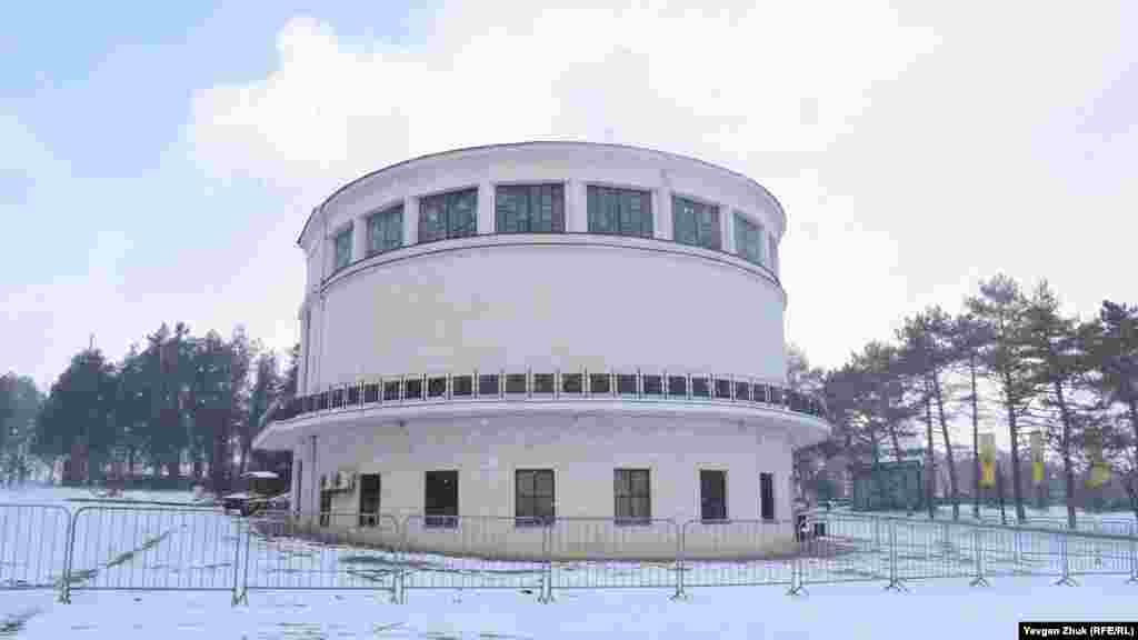 Будівля діорами «Штурм Сапун-гори 7 травня 1944 року». Навесні будівлю ремонтуватимуть, полотно відправлять на реставрацію