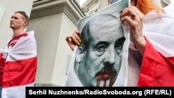Під час акції «Досить спонсорувати державний тероризм Олександра Лукашенка!» біля будівлі Міністерства закордонних справ України. Київ, 28 травня 2021 року
