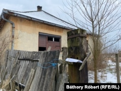 За словами Роберта, він виявив статистику, яка показує, що у вмираючих селах у окрузі Саболч (Угорщина) живе набагато більше людей, ніж раніше