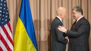 Ukrainian President Petro Poroshenko (right)with U.S. Vice President Joe Biden on the sidelines of the World Economic Forum in Davos last month.