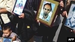 Pamje gjatë protestave për zbardhjen e fatit të të pagjeturve, Prishtinë