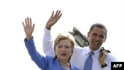 Сенатори-демократи Гілларі Клінтон та Барак Обама у вашингтонському аеропорту 27 червня 2008р.