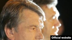 Former Ukrainian President Viktor Yushchenko (left) and current President Viktor Yanukovych