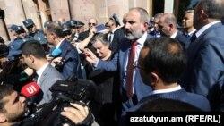Премьер-министр Никол Пашинян обращается к матерям и вдовам погибших военнослужащих, Ереван, 19 сентября 2019 г․