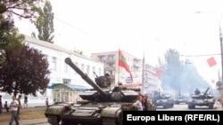 Repetiție pe străzile de la Tiraspol în ajunul parăzii militare