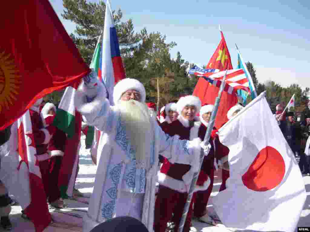 A scene from the International Santa Claus Festival in Bishkek, Kyrgyzstan on February 7, 2009. (RFE/RL)