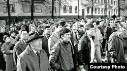 Суверенитет даулап йөргән чаклар. Тукай һәйкәле янында митинг,19 апрель 1990 ел