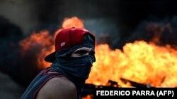 На одной из антиправительственных манифестаций в Венесуэле. Каракас, 26 июля 2017 года