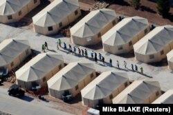 Лагерь для детей мигрантов рядом с мексиканской границей