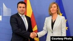 Премиерот Зоран Заев и шефицата за надворешна политика на ЕУ, Федерика Могерини.