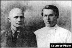 Беларускія пісьменьнікі Максім Гарэцкі і Ўладзімер Дубоўка. Масква. Лета 1928 г.
