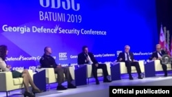 Для участия в конференции приехали американские конгрессмены, а также высокопоставленные военные стран НАТО