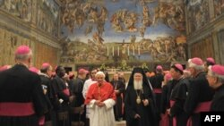 Pope Benedict (left) and Patriarch Bartholomew in the Sistine Chapel