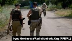 Украиналық әскерилер. Маринка елдімекені, 6 шілде 2016 жыл. (Көрнекі сурет.)